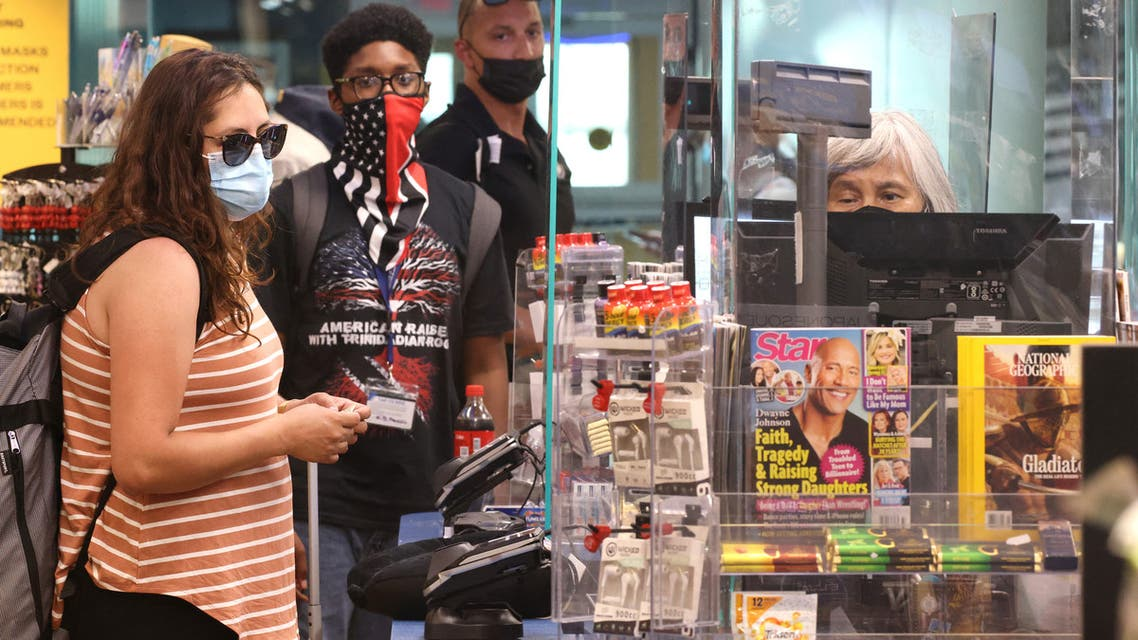 People wear masks as they shop at a store in Union Station on July 30, 2021 in Washington, DC. DC Mayor Muriel Bowser restored a COVID-19 indoor mask mandate, regardless of vaccination status. (File photo: AFP)