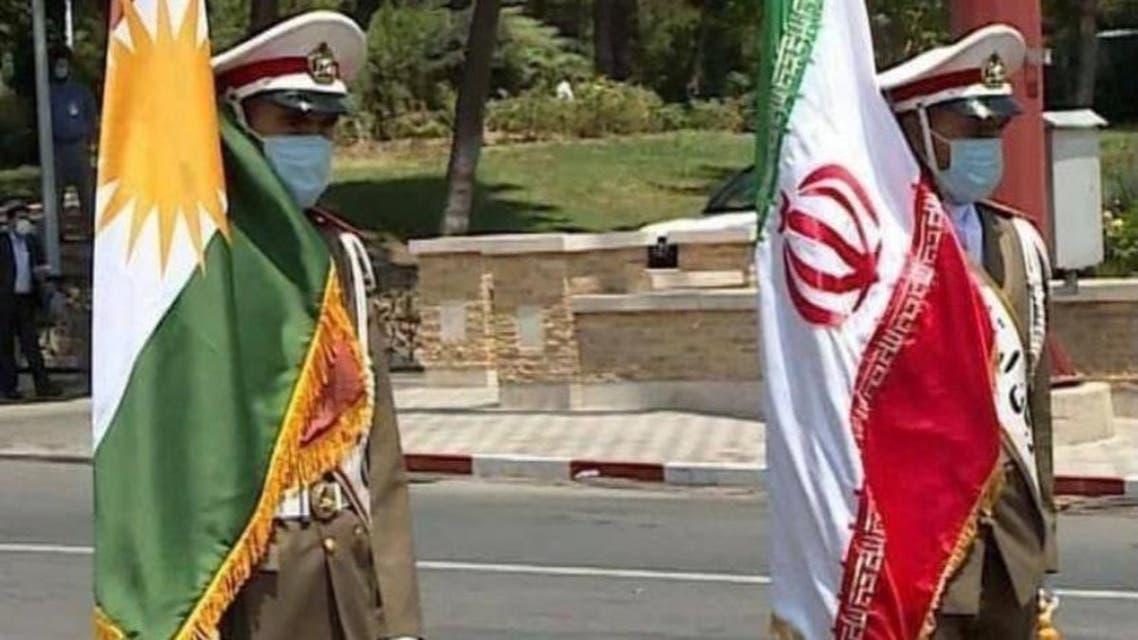 پرچم ایران در کنار پرچم اقلیم خودمختار کردستان عراق