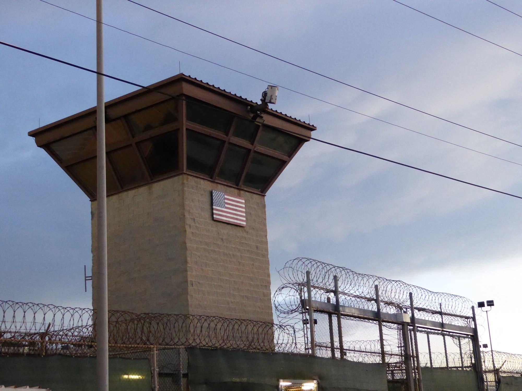البوابة الرئيسية في سجن غوانتانامو (أرشيفية من فرانس برس)