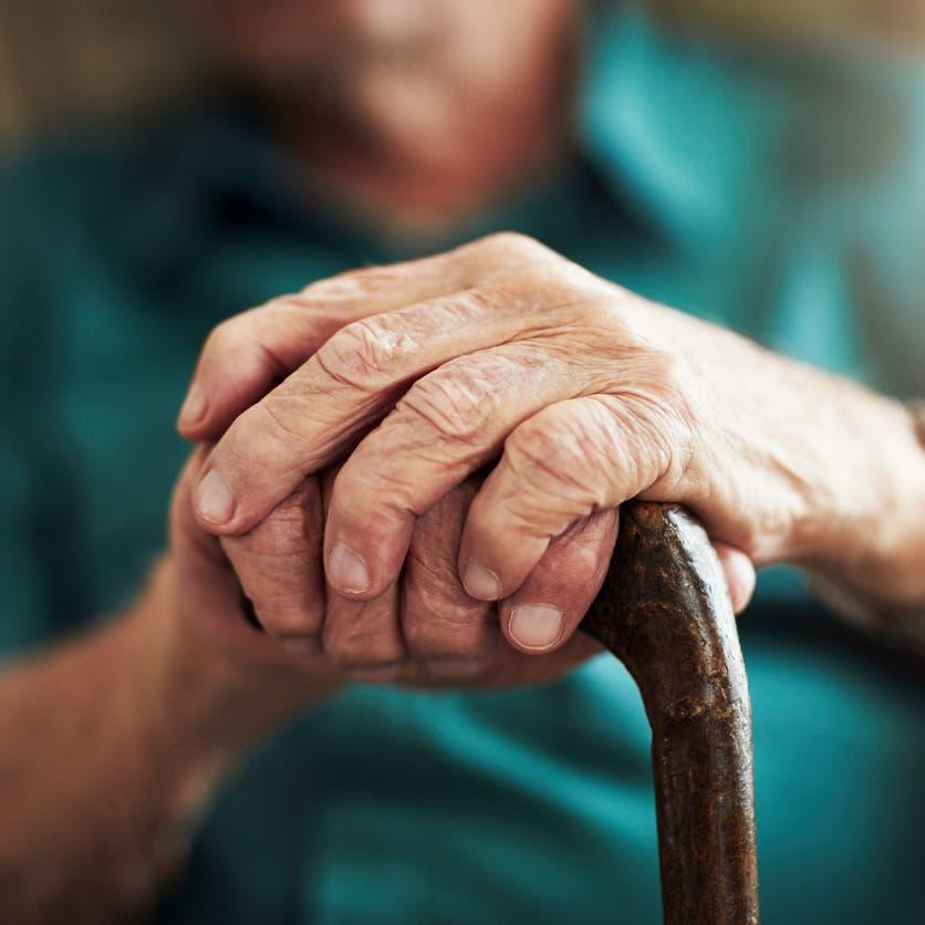 """""""ميكروب"""" يحمي من يعيش أكثر من 100 عام.. دراسة توضح"""