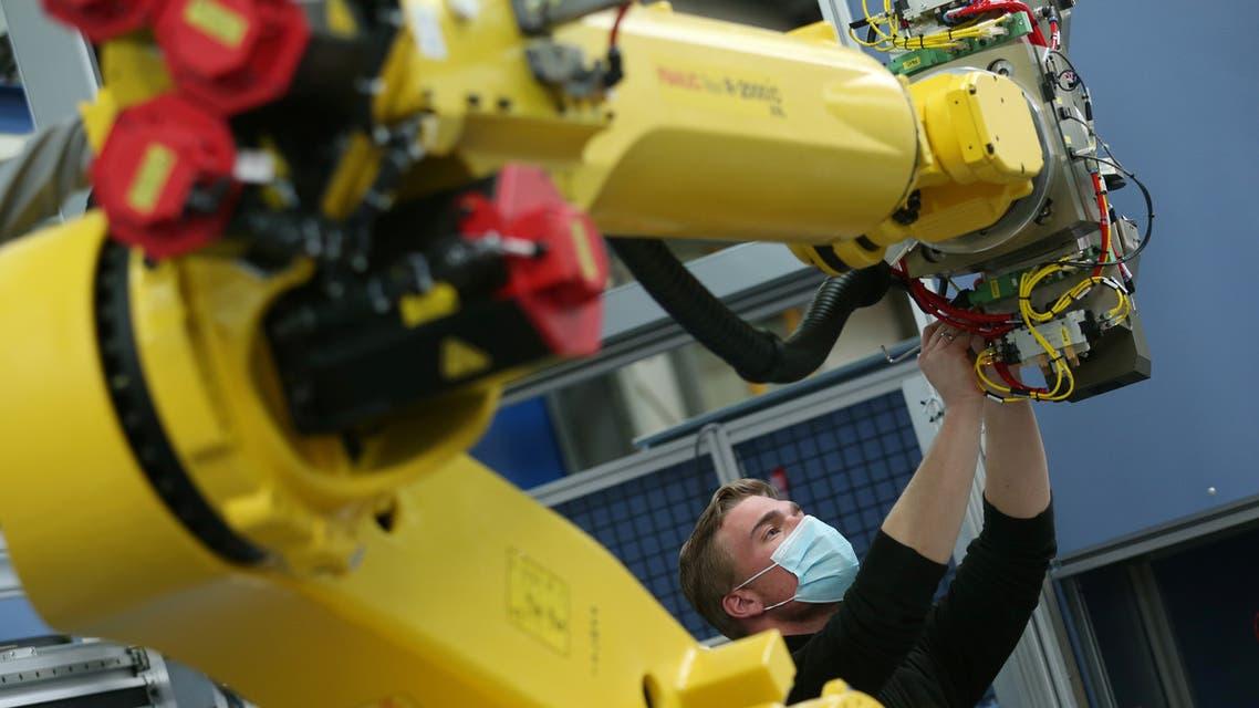 مصنع ألماني للروبوتات (رويترز)