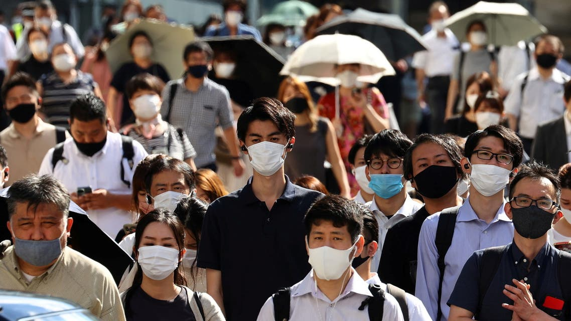 People wearing protective masks, amid the coronavirus disease (COVID-19) outbreak, make their way in Tokyo, Japan, August 6, 2021. (File Photo: Reuters)