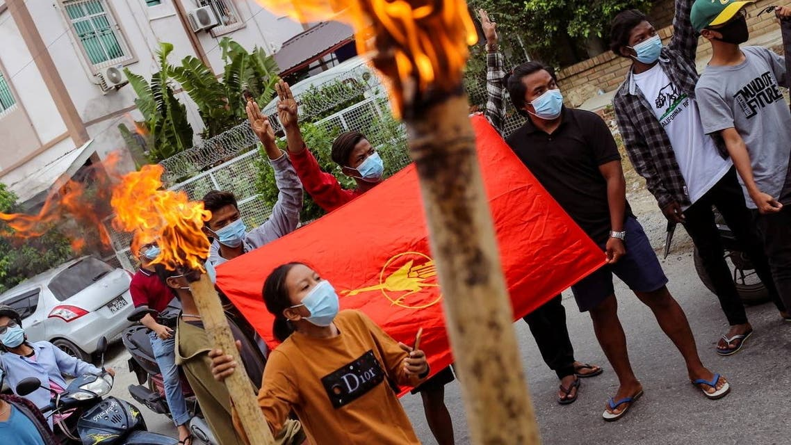 Demonstrators display flags and the three-finger salute before torching a mock coffin of Myanmar's army ruler Min Aung Hlaing on his birthday in Mandalay, Myanmar July 3, 2021. (File photo: Reuters)