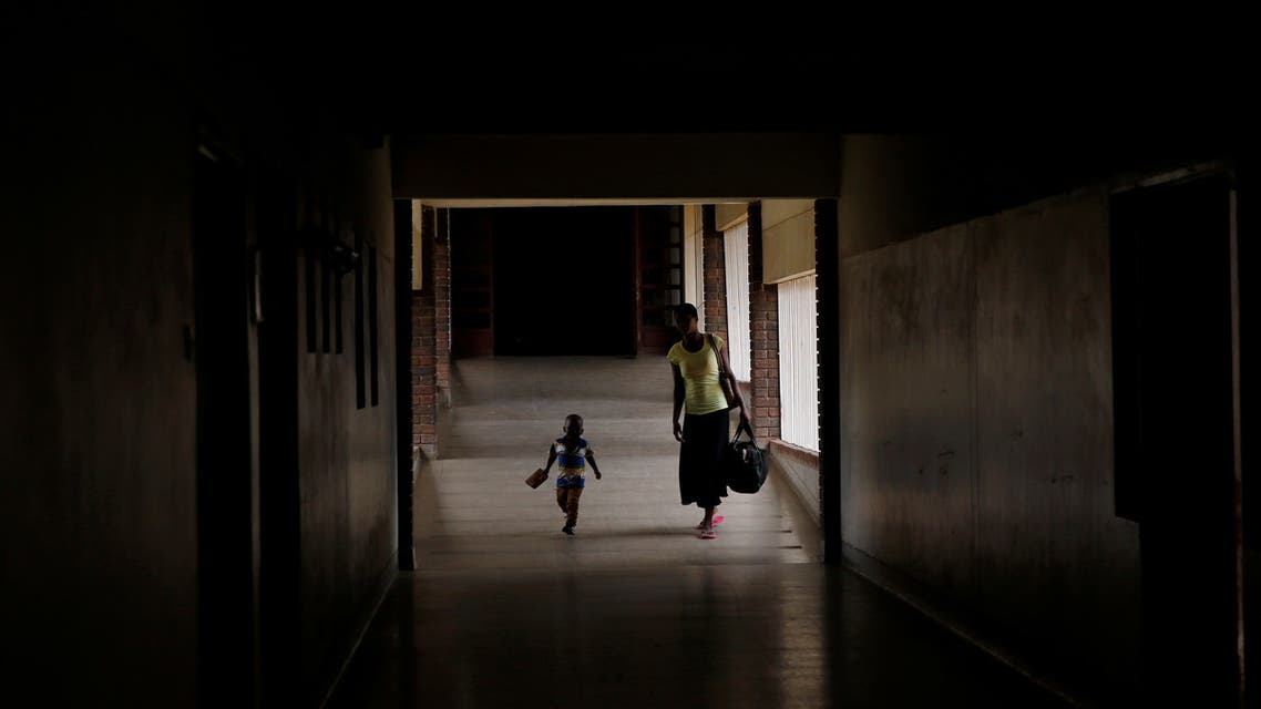 A mother and child arrive for treatment at a local government hospital in Harare, Zimbabwe, February 4, 2020. (File photo: Reuters)