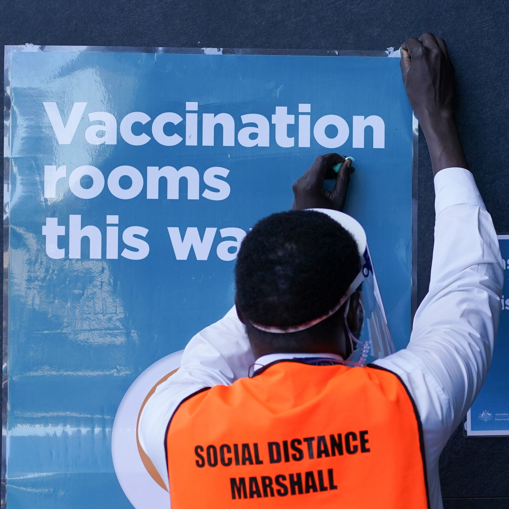 Sydney COVID-19 cases may hit peak as Australia steps up vaccine rollout