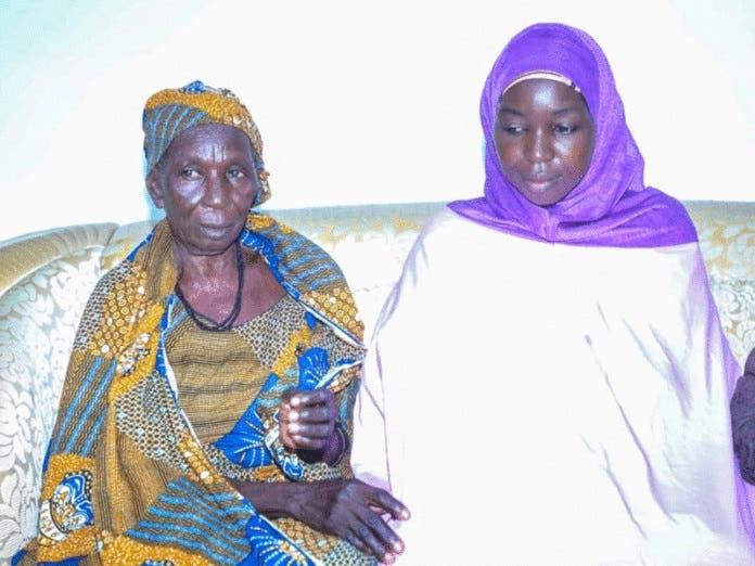 روث نغلادار بوغو مع والدتها