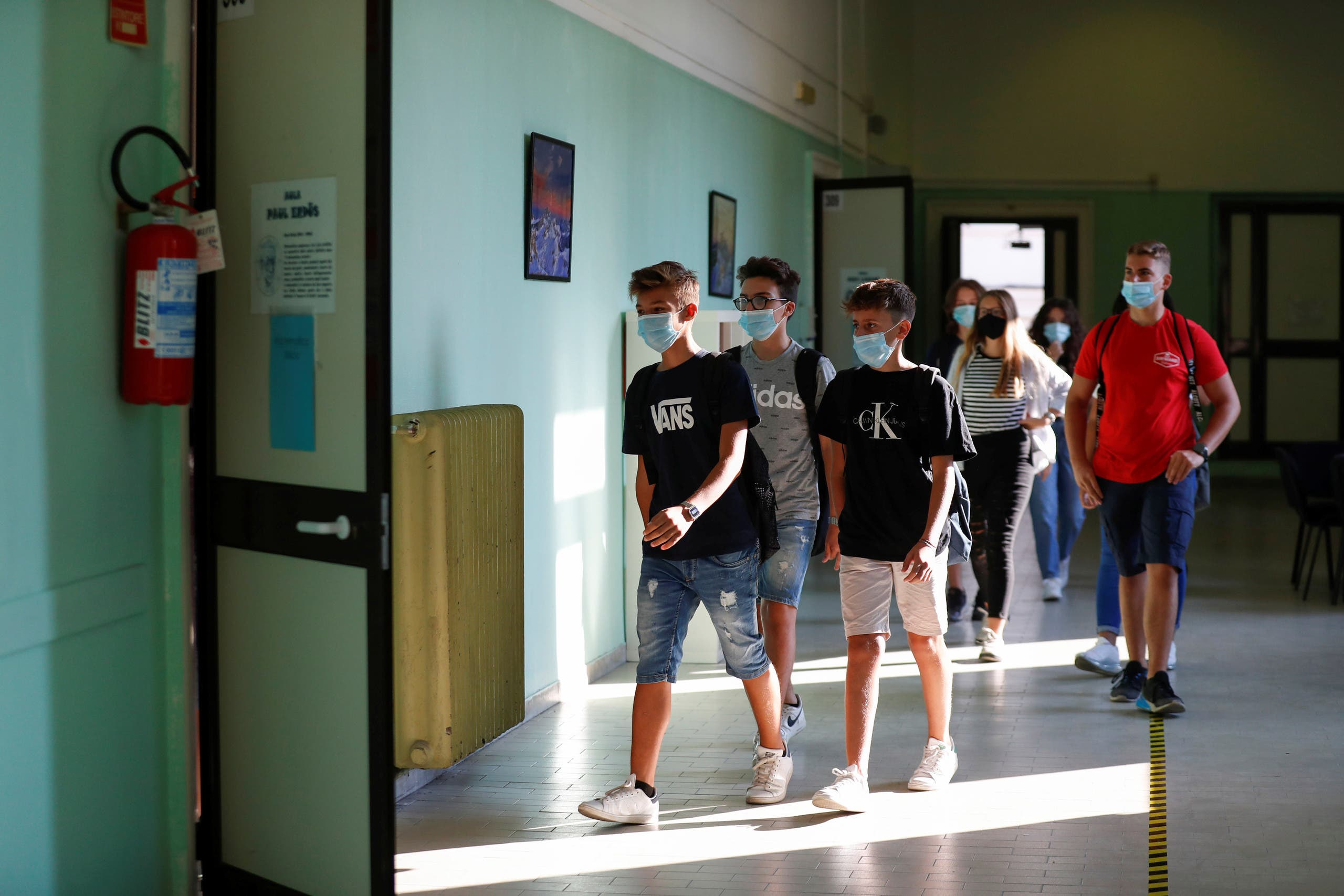 Students wearing protective face masks return to school. (File photo: Reuters)