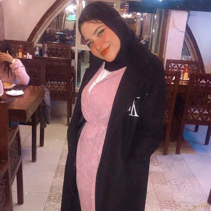 واقعة مؤلمة.. مصرية كادت تقتل ابنتها بسيارتها لخلعها الحجاب