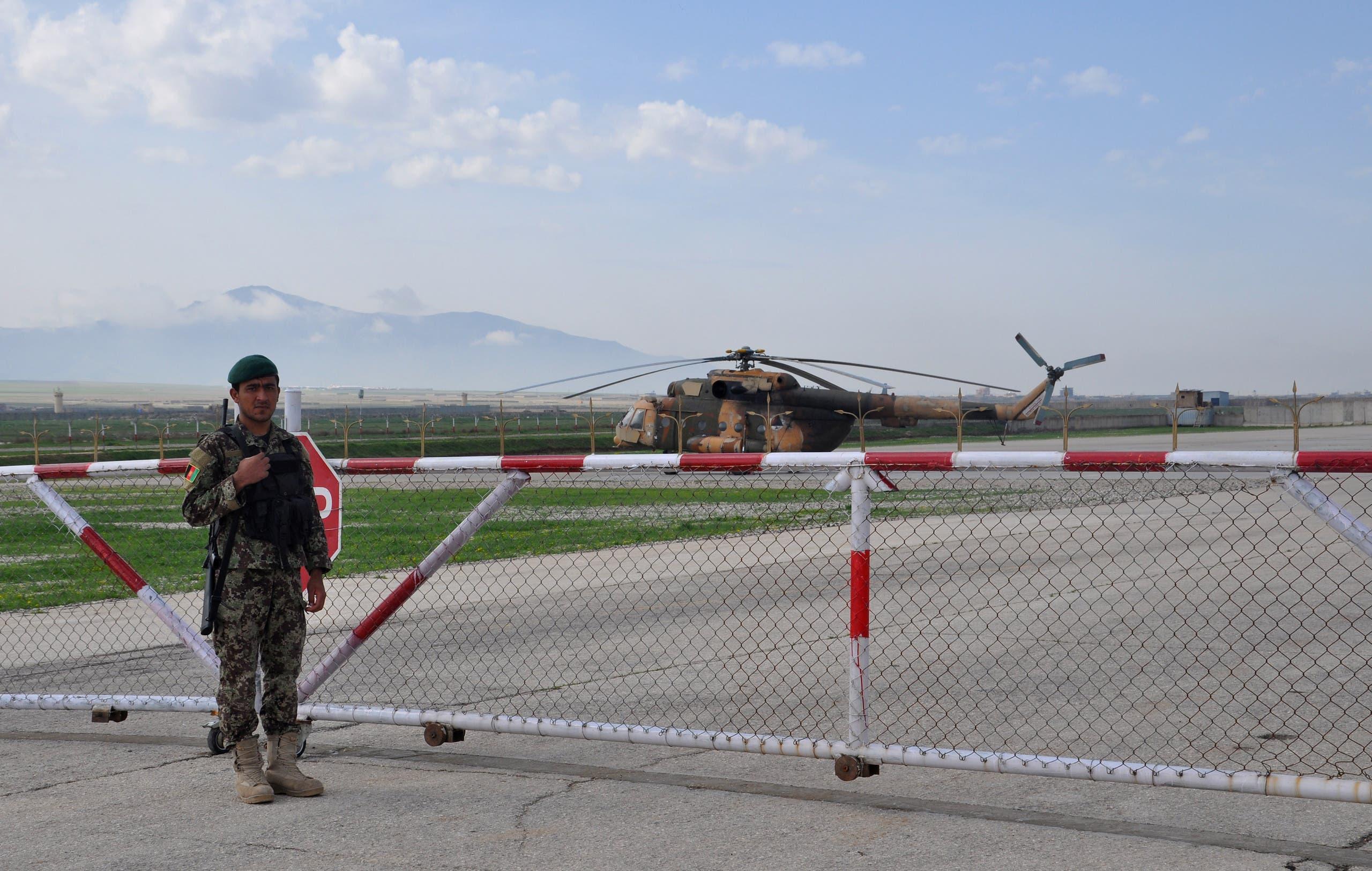 جندي أفغاني في قاعدة عسكرية في مزار الشريف (أرشيفية)