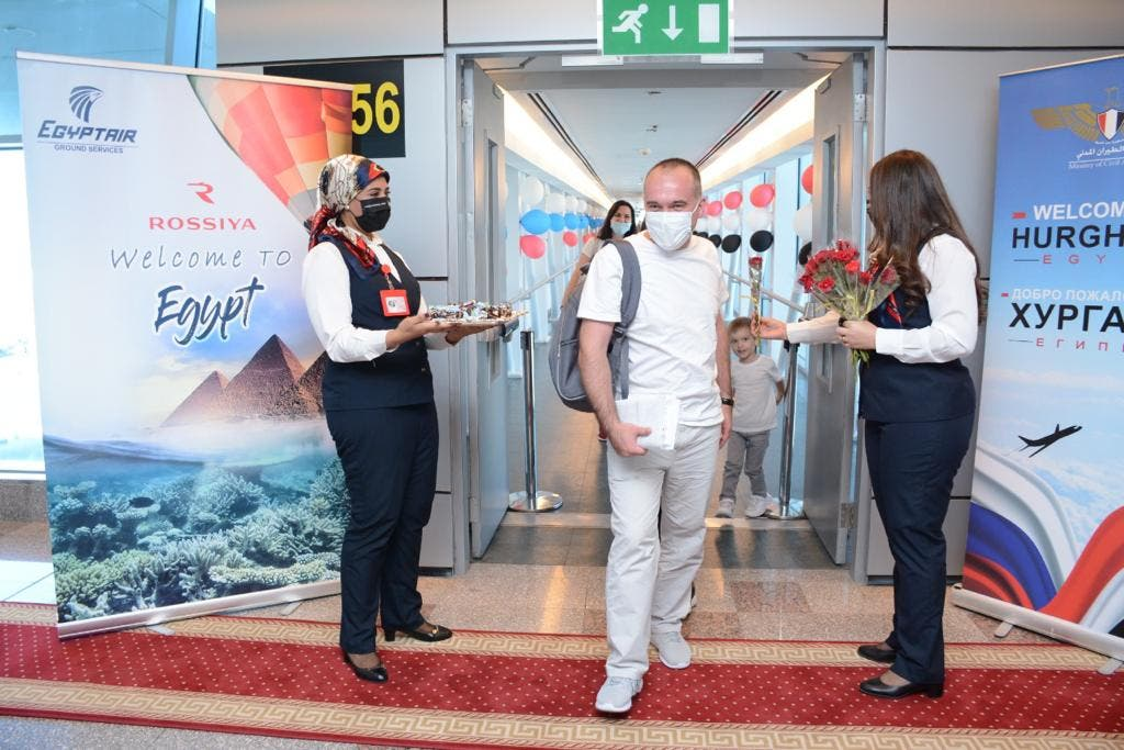 وصول السياح الروس إلى مطار الغردقة