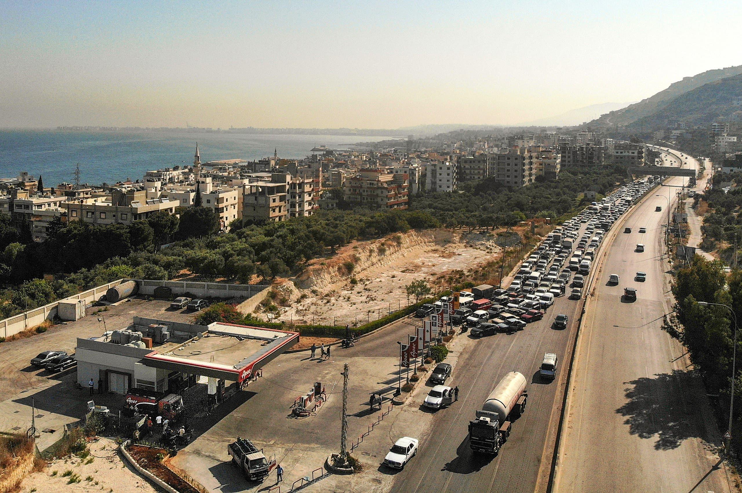 طابور أمام محطة وقود في لبنان