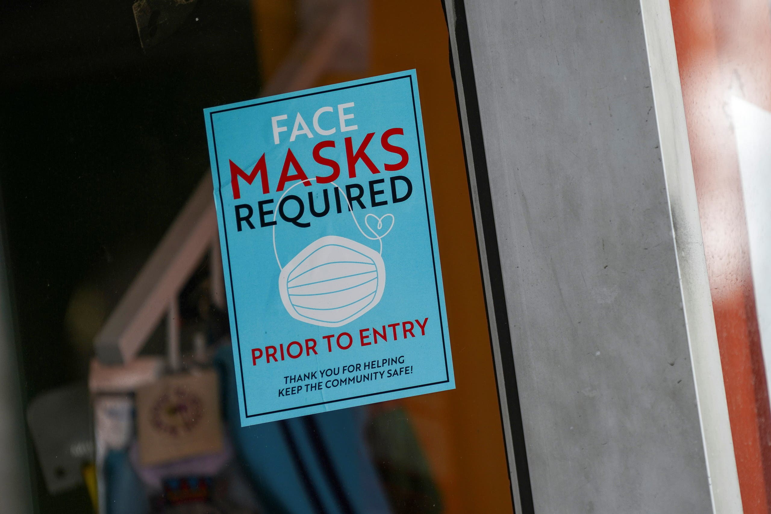 A sign at the entry to a beauty salon informs of mask requirement due to the coronavirus disease (COVID-19) measures in the Bronx borough of New York City, U.S., July 27, 2021. (Reuters)