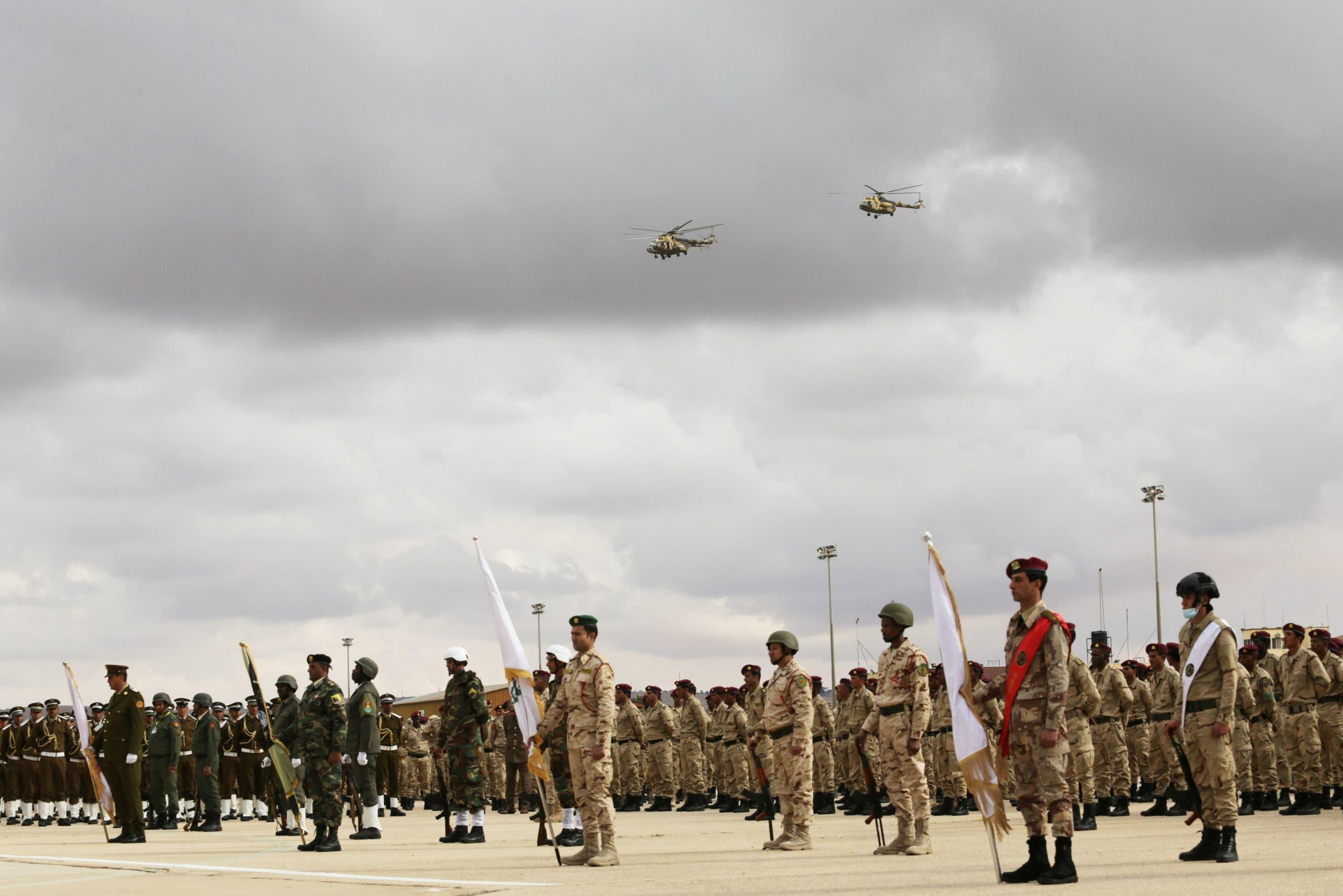 جنود في الجيش الوطني الليبي خلال استعراض في بنغازي في ديسمبر الماضي