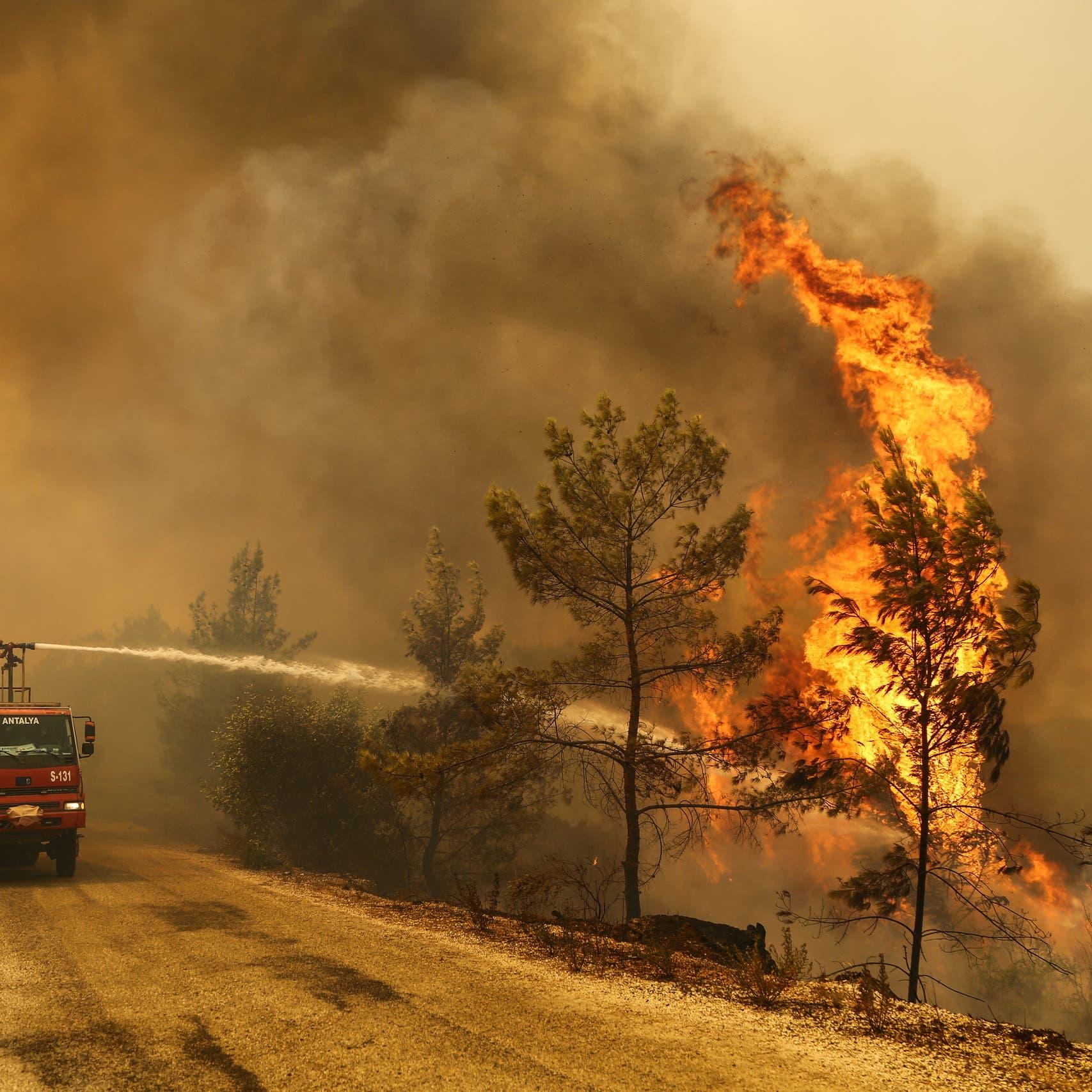 الحرائق المستعرة.. آخر قشة قصمت ظهر السياحة في تركيا