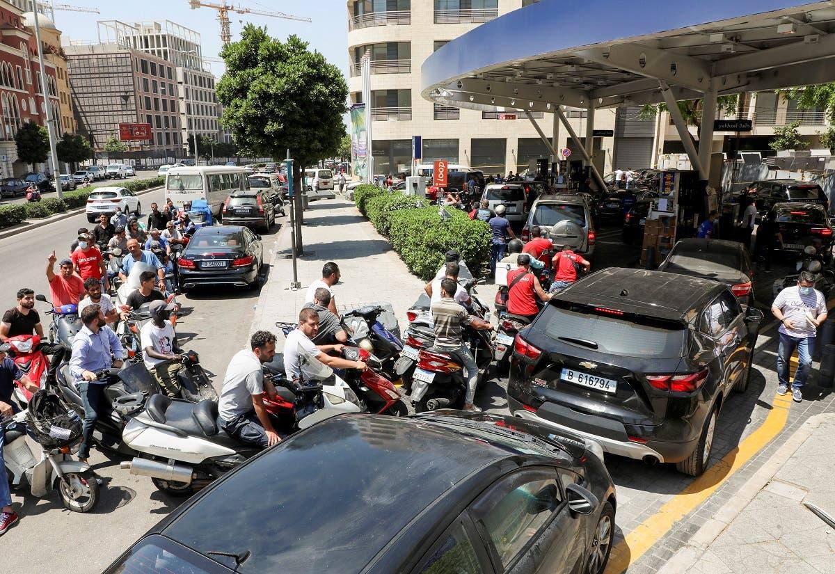 طابور انتظار لتعبئة الوقود في بيروت (أرشيفية)