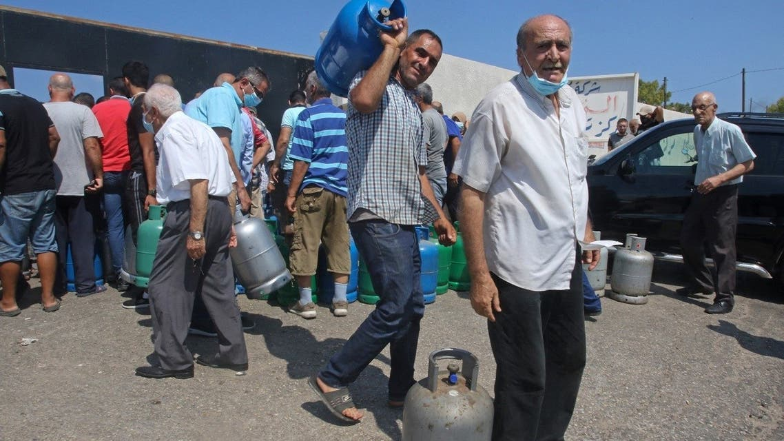 Lebanese wait to fill their gas cylinders in the southern city of Sidon amidst a deepening economic crisis, on August 10, 2021. (AFP)