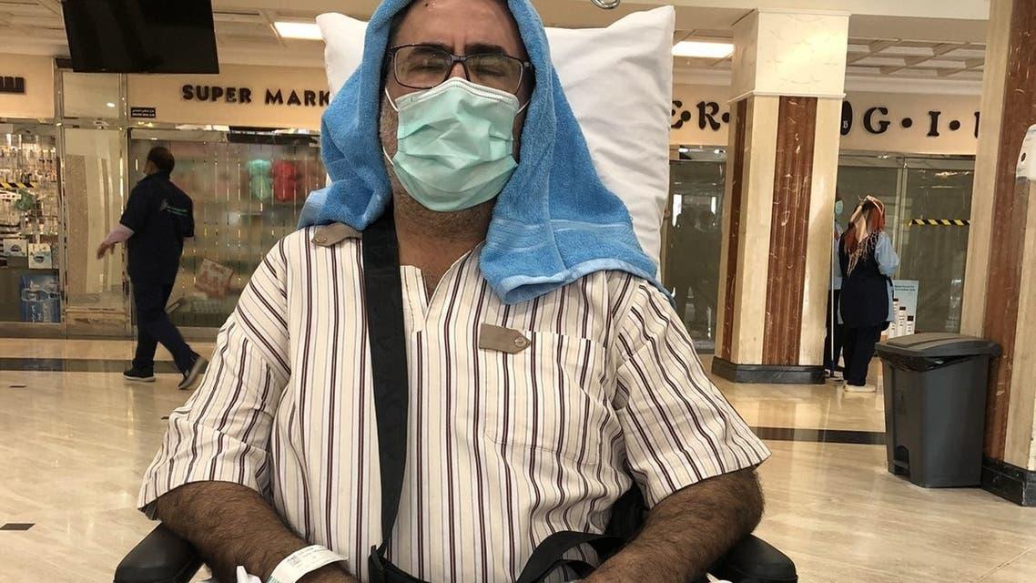 عمر الجاسر حين خروجه من المستشفى