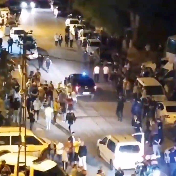 مشادة وقتيل.. أتراك يهاجمون منازل ومحلات سوريين بأنقرة