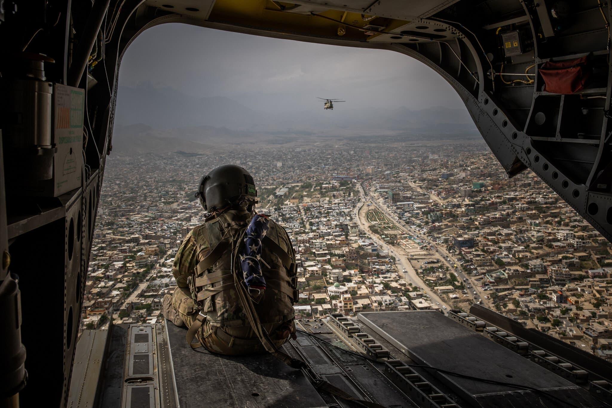 مروحية أميركية فوق العاصمة الأفغانية كابل