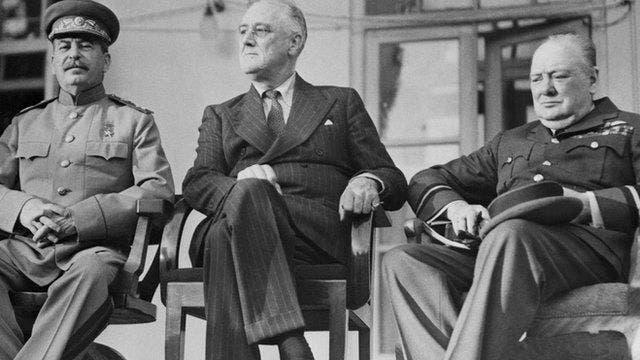 وینستون چرچیل، فرانکلین روزولت و ژوزف استالین در کنفرانس تهران