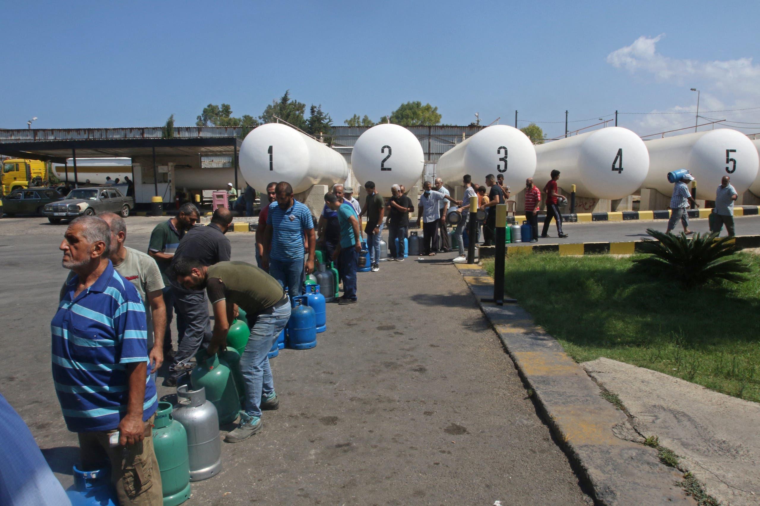 طابور انتظار في صيدا للحصول على الغاز المنزلي