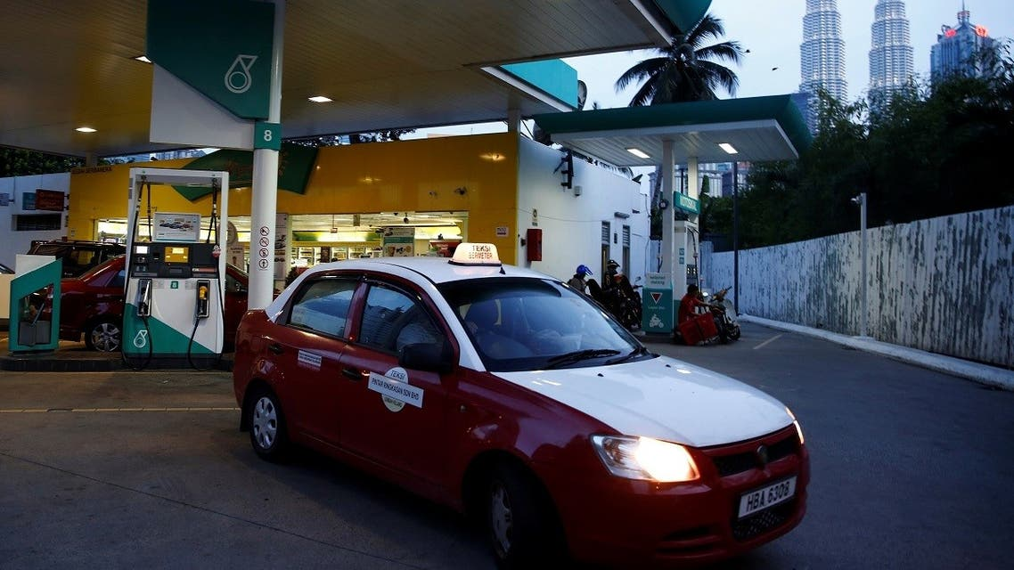 A taxi leaves a fuel station  in Kuala Lumpur, Malaysia. (File photo: Reuters)