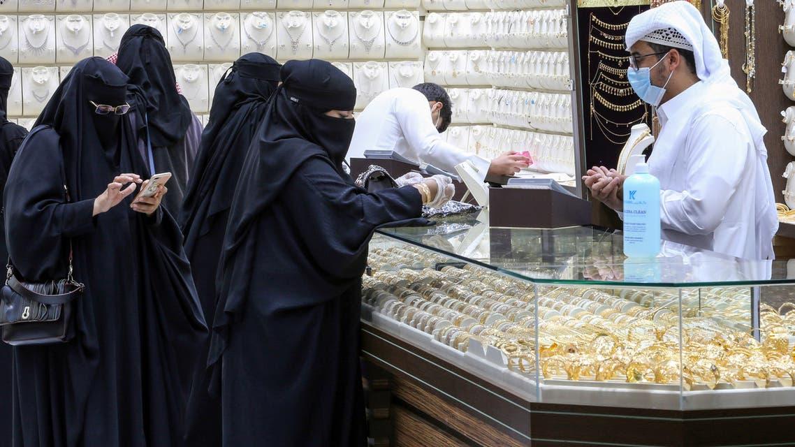 محل للذهب في السعودية (رويترز)