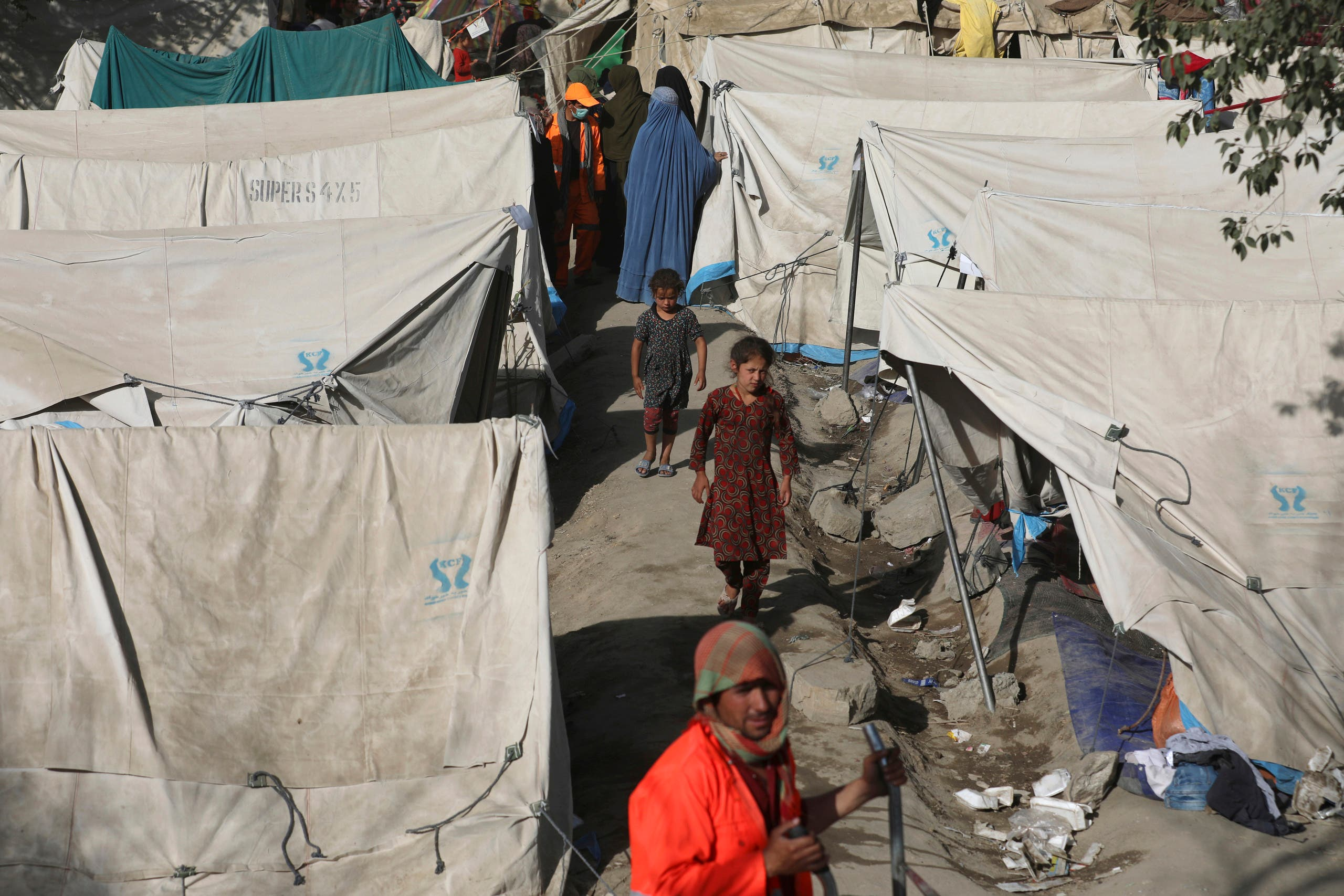 Internally displaced Afghans from northern provinces, who fled their home due to fighting between the Taliban and Afghan security personnel, take refuge in a public park Kabul, Afghanistan, Friday, Aug. 13, 2021. (AP)