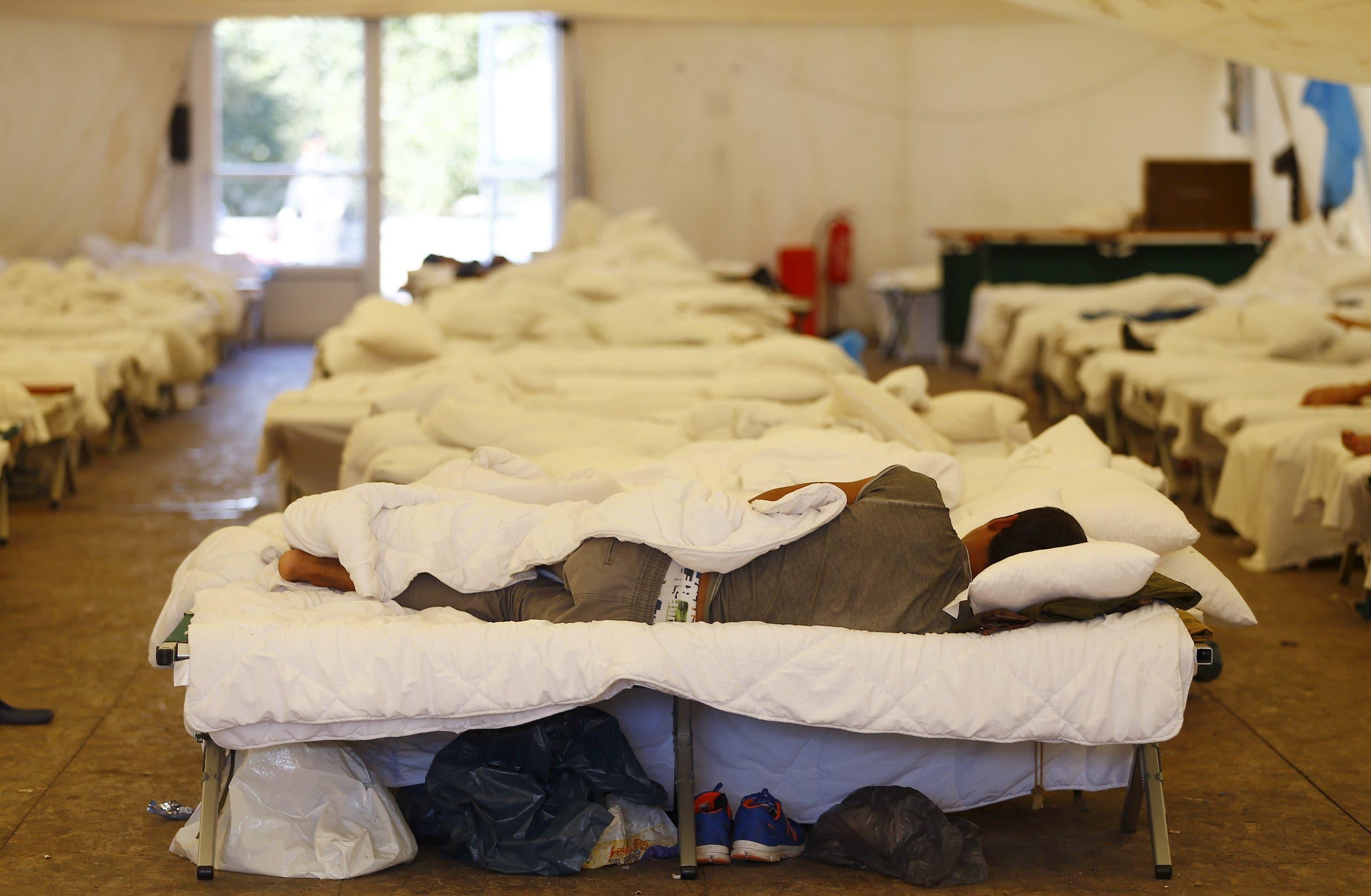 مهاجرون أفغان في مركز لإيواء طالبي اللجوء في ألمانيا في 2015 (أرشيفية)