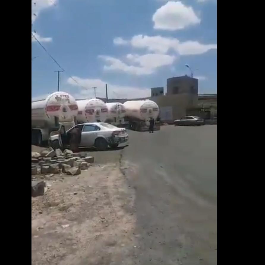 صنعاء.. الحوثيون يحتجزون قاطرات غاز تزامناً مع أزمة خانقة