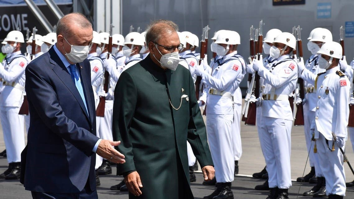 Turkey's President Recep Tayyip Erdogan, left, and Pakistan's President Arif Alvi review a guard of honor during a naval ceremony, in Istanbul, Turkey, August 15, 2021. (Turkish Presidency via AP, Pool)