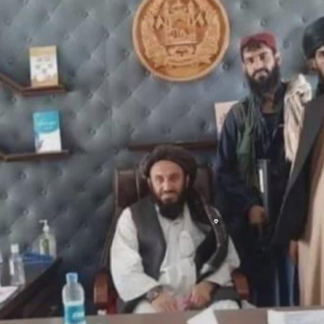الرئيس غادر.. شاهد طالبان في القصر الرئاسي الأفغاني