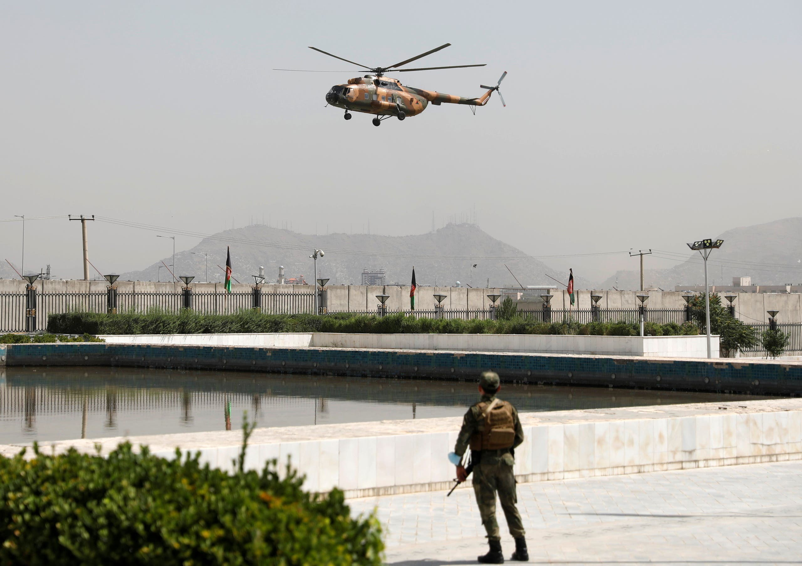 مروحية أقلت الرئيس غني في الثاني من آب الجاري (رويترز)