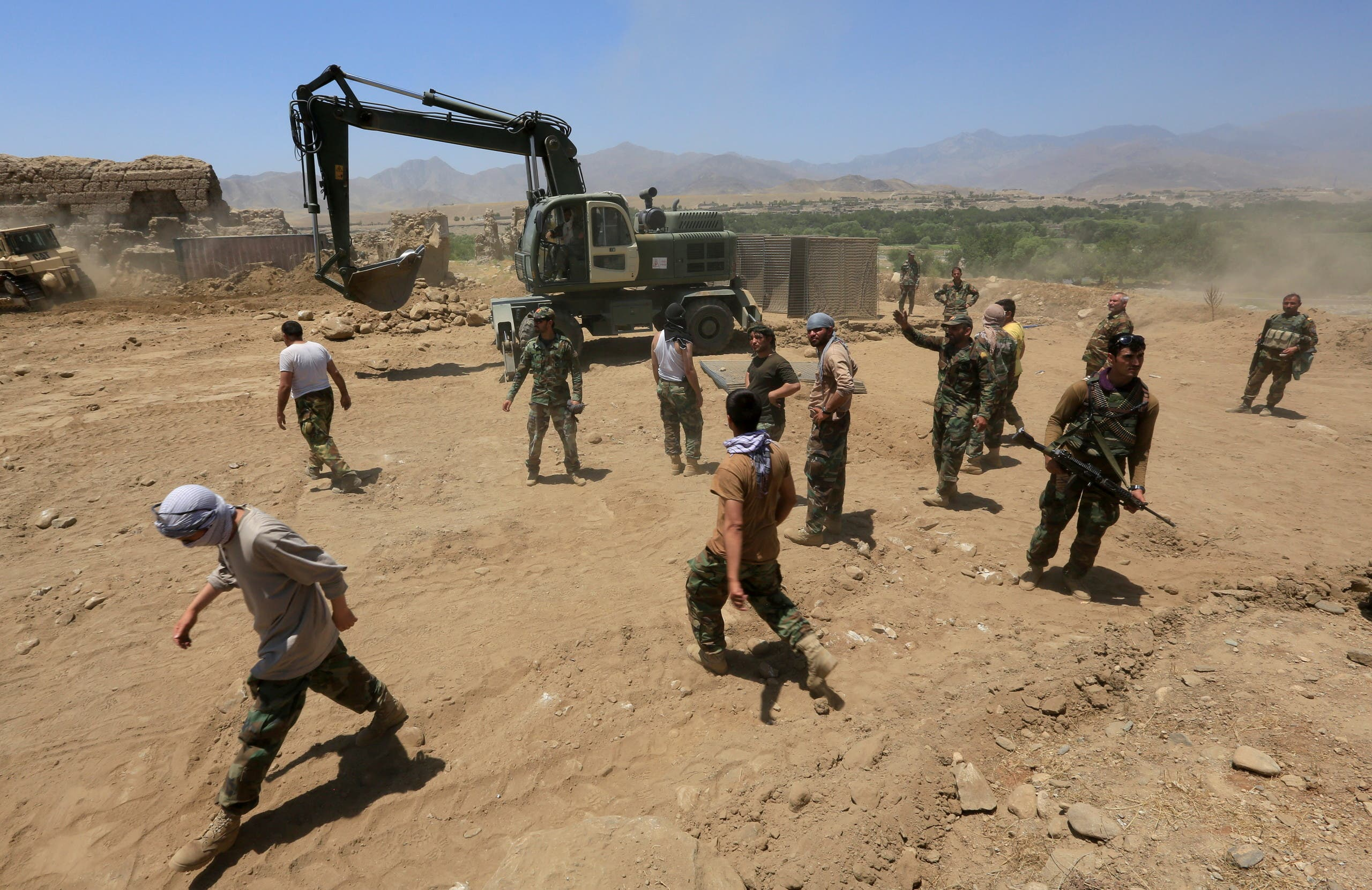 Afghan National Army (ANA) soldiers rebuild a checkpoint recaptured from the Taliban, in the Alishing district of Laghman province, Afghanistan July 8, 2021. (File photo: AFP)