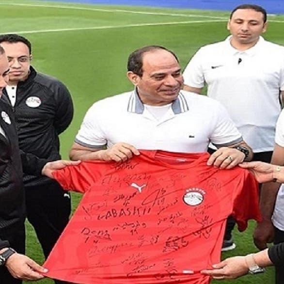 شاهد الرئيس المصري يرد على سؤال: أنت أهلاوي أم زملكاوي