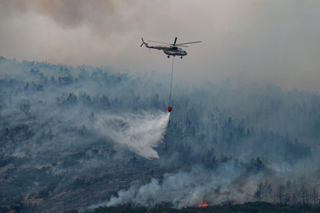من جهود إطفاء الحرائق في تركيا - فرانس برس