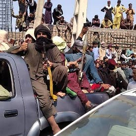 طالبان تحاصر كابل.. وتدعو الجيش للعودة للمنازل