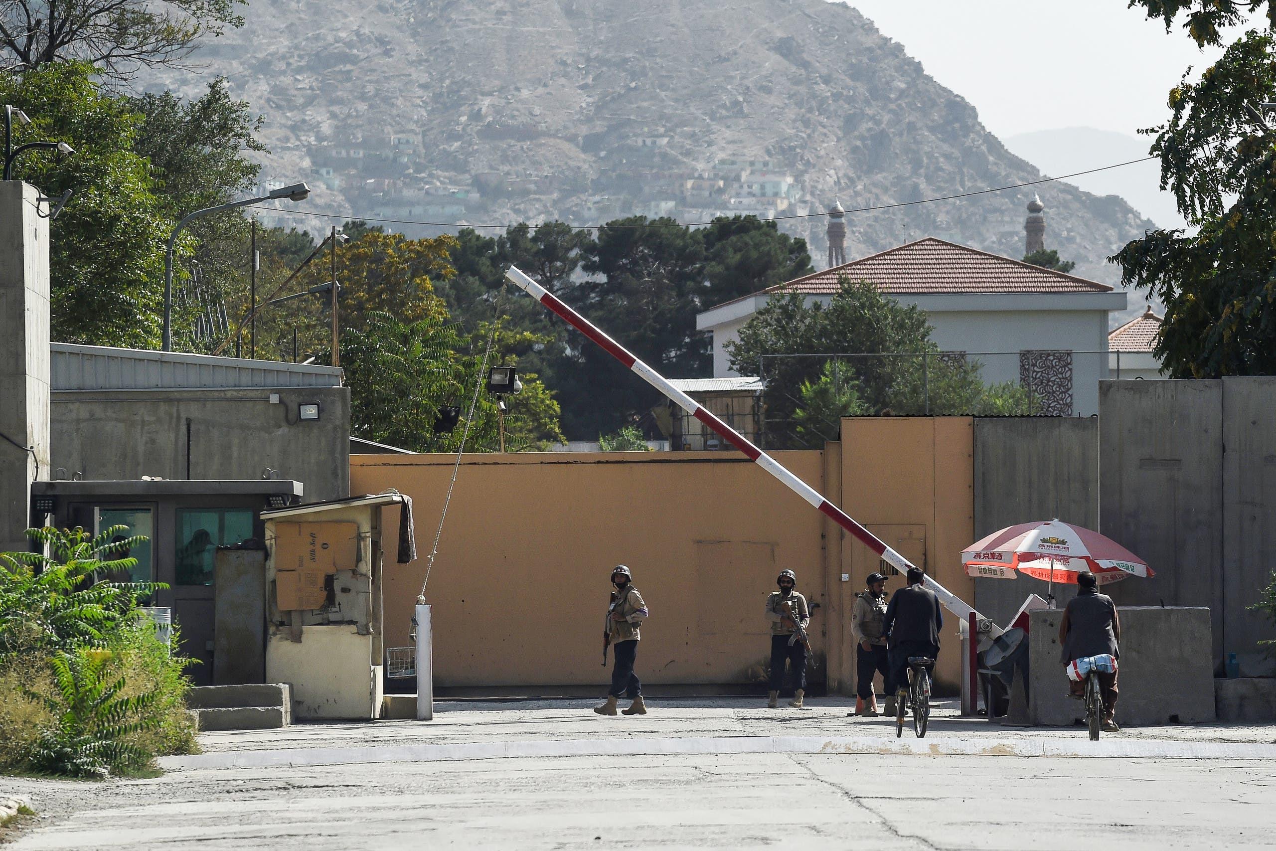 أفراد أمن أفغان في كابول يوم 15 أغسطس (أسوشيتد برس)