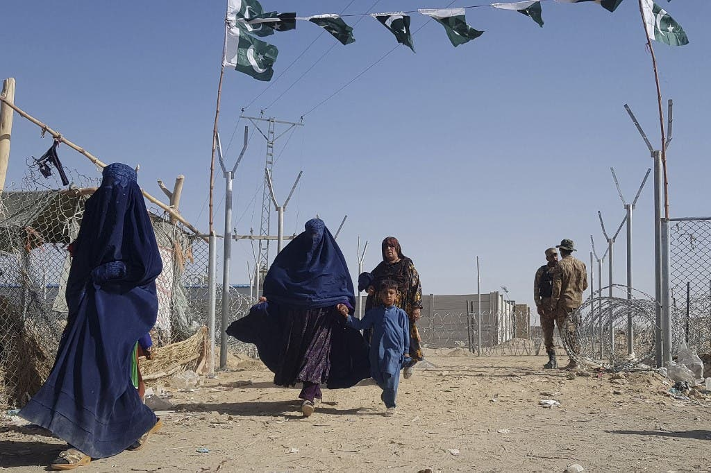 نساء أفغانيات على الحدود بين باكستان وأفغانستان - أرشيفية