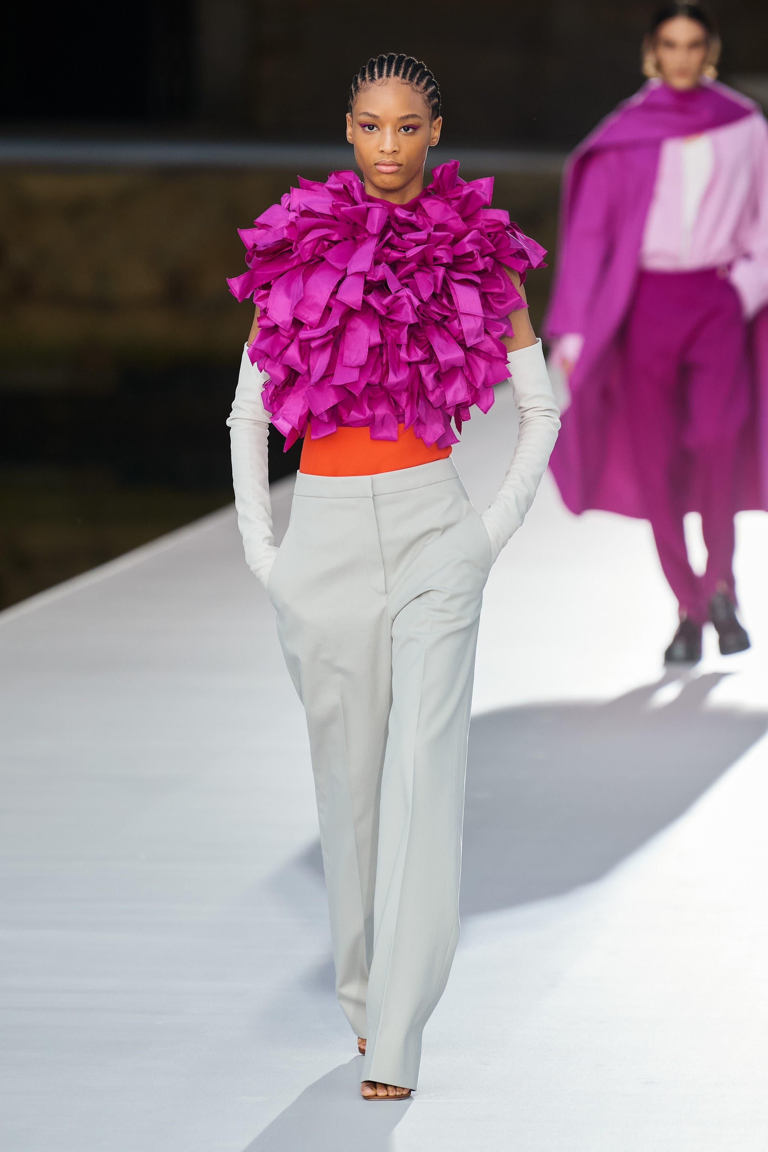من مجموعة فالنتينو من الأزياء الراقية لخريف2021