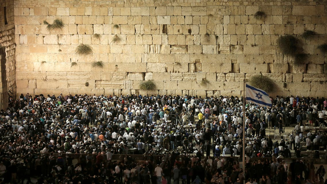 housands of Jews perform the Selichot prayer at the Western Wall, Judaism's holiest site, in the old city of Jerusalem late on September 23, 2014, in the lead up to Rosh Hashana, the Jewish New Year. (File photo: AFP)