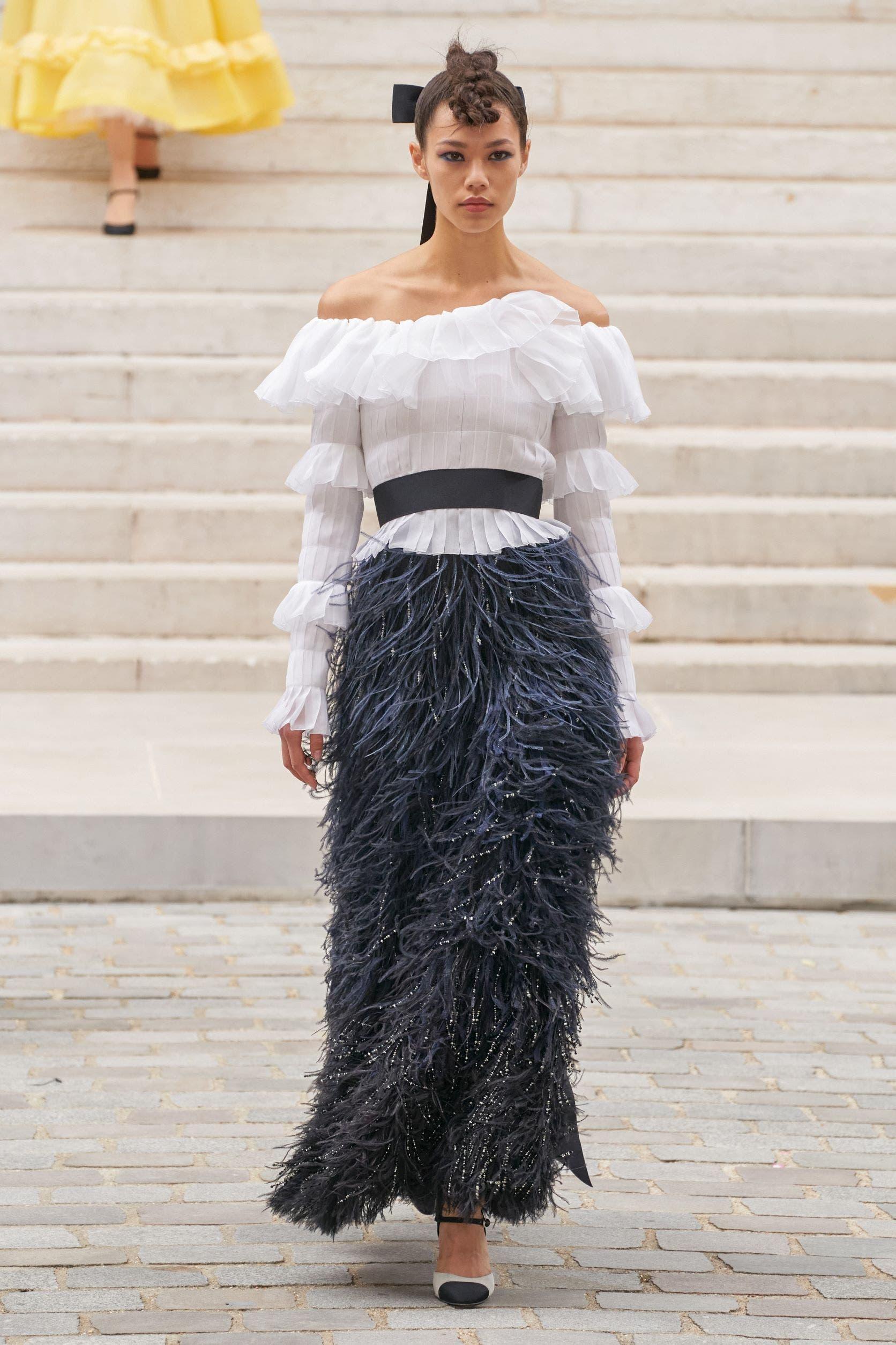 من مجموعة شانيل من الأزياء الراقية لخريف2021
