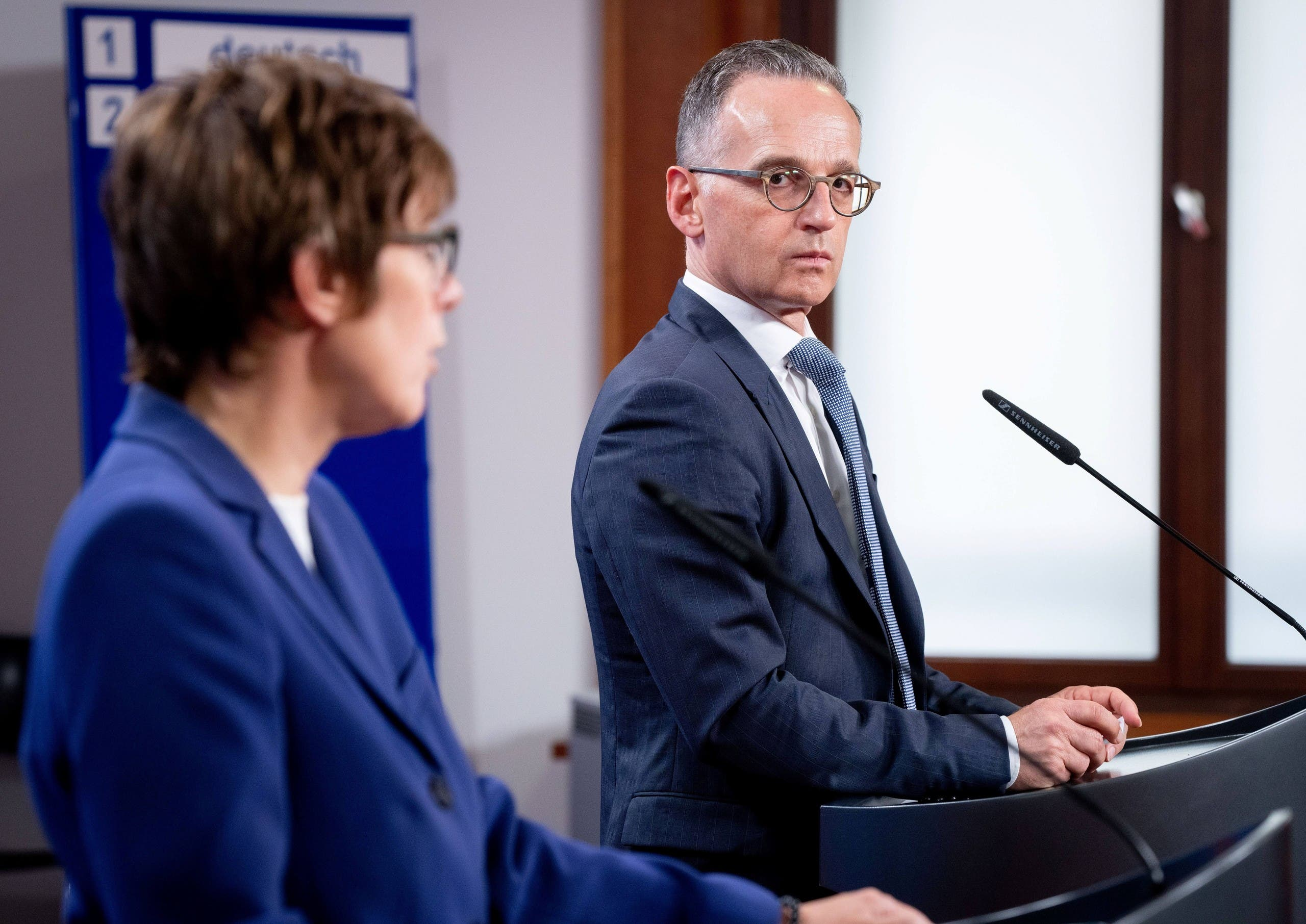 وزير الخارجية الألماني هايكو  في مؤتمر صحفي اليوم مع وزيرة الدفاع الألمانية