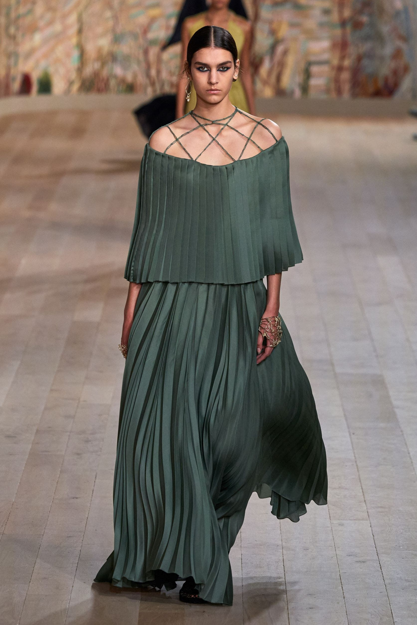 من مجموعة كريستيان ديور من الأزياء الراقية لخريف2021