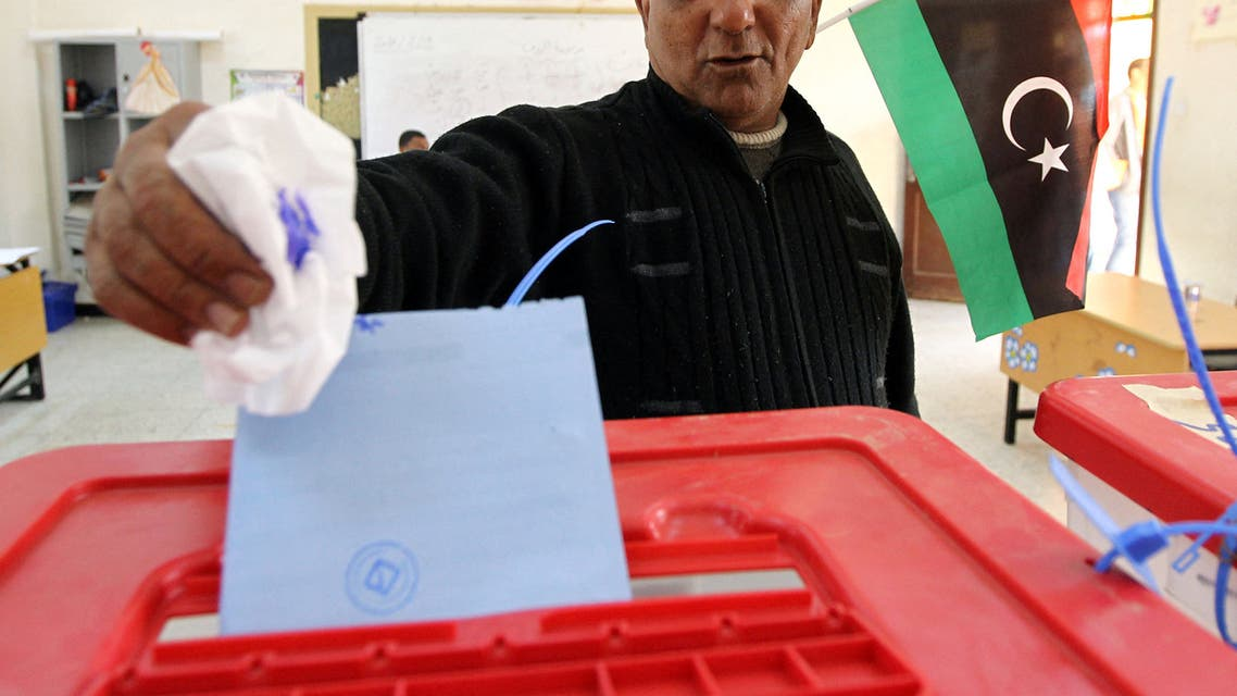 A Libyan man casts his vote to elect a constituent assembly at a polling station in the eastern city of Benghazi on February 20, 2014. Libyans went to the polls today to elect a constitution-drafting panel in the latest milestone in the chaotic political transition from the ousted dictatorship of Moamer Kadhafi. AFP PHOTO/ABDULLAH DOMA