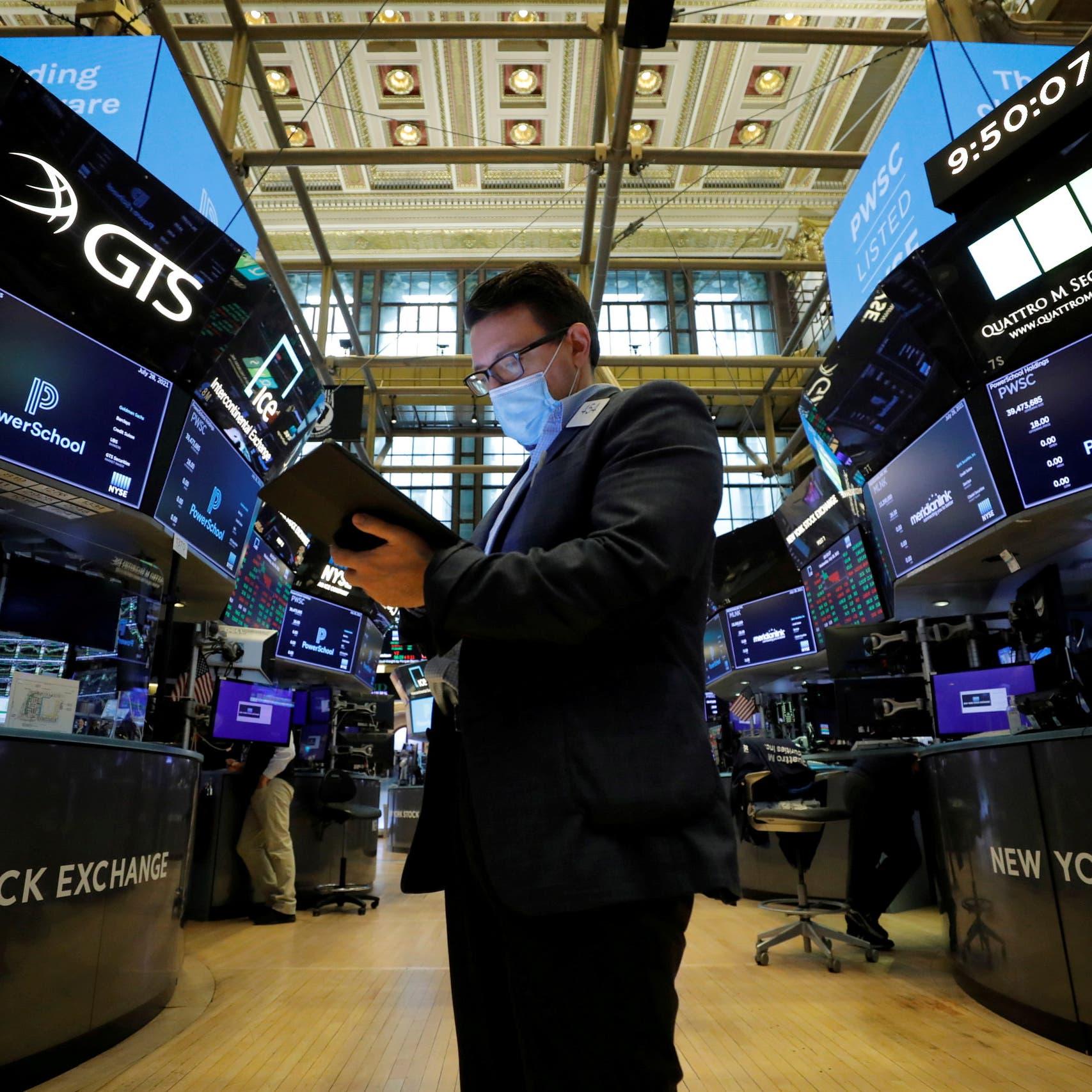 """""""الأسهم الآمنة"""" تصعد بـ """"ستاندرد أند بورز"""" إلى قمة جديدة"""