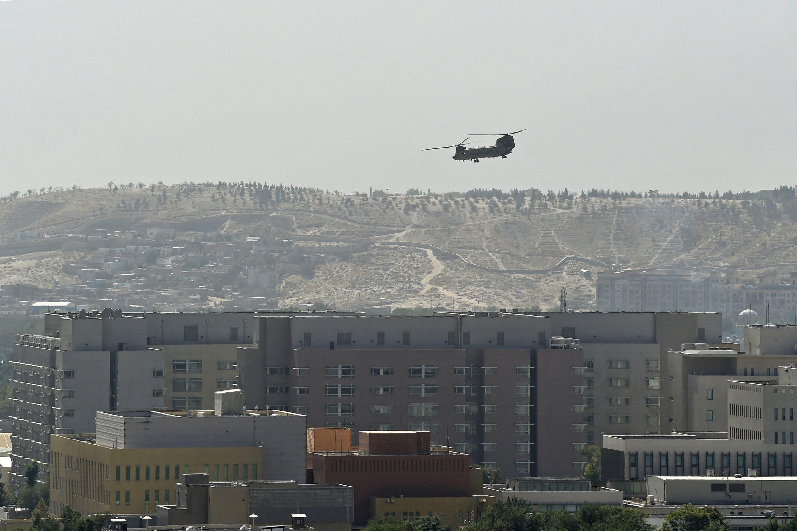إجلاء أميركيين من السفارة إلى مطار كابل الأحد