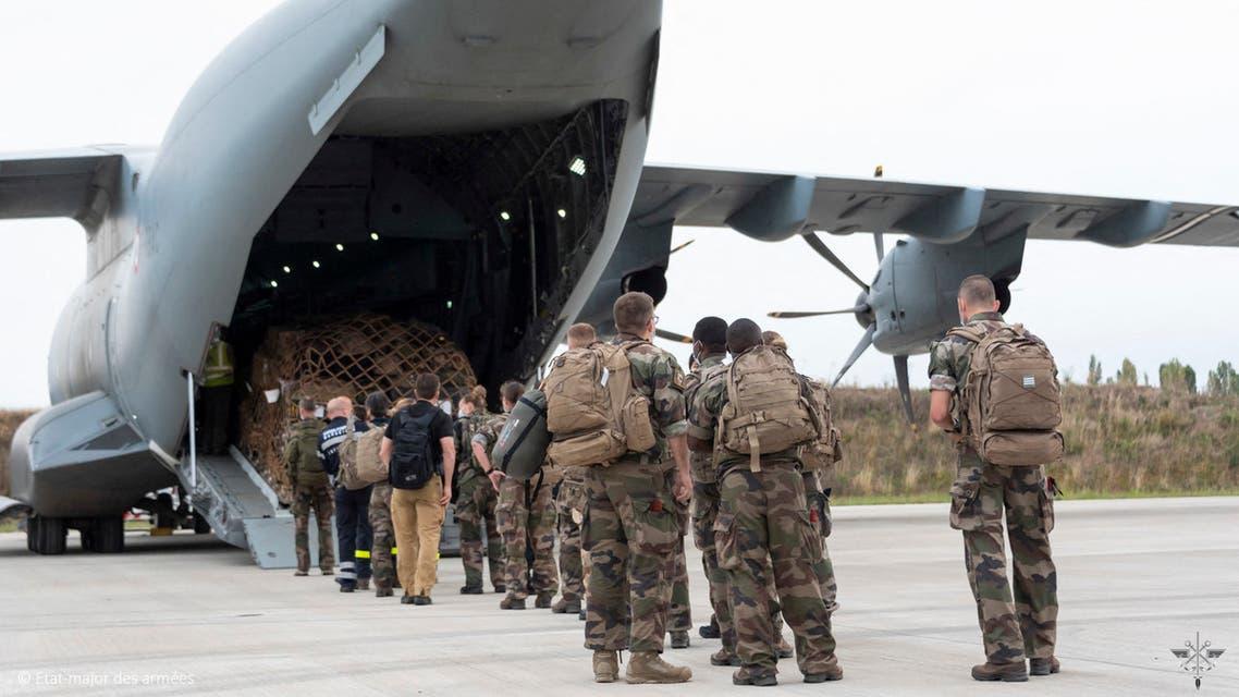 من إجلاء القوات في مطار كابول