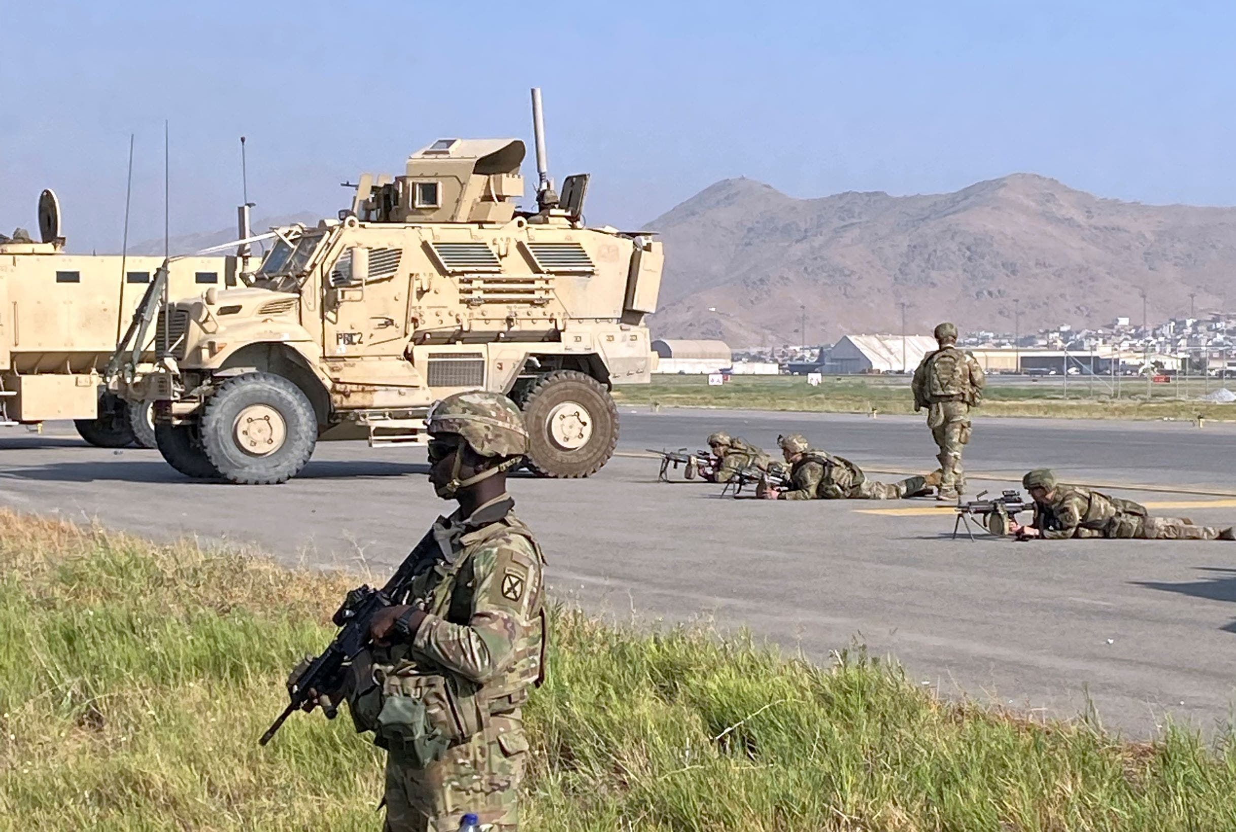 نظامیان آمریکایی در اطراف فرودگاه کابل