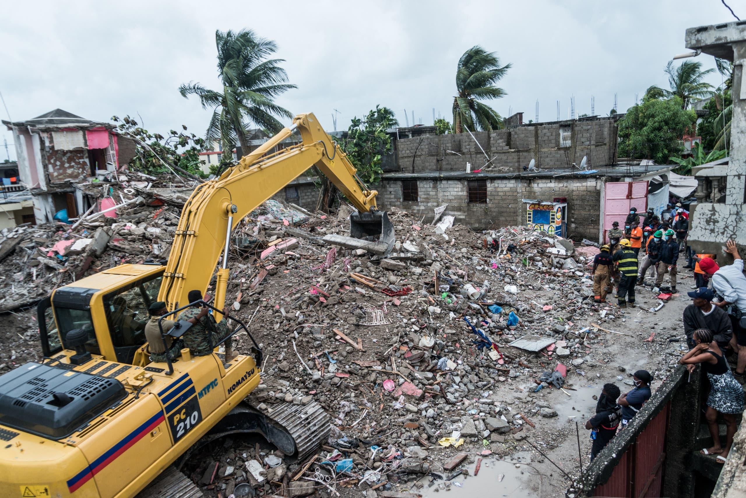 نزع ركام المنازل التي تحطمت جراء الزلزال